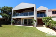 Picture of 146 Oceanside Promenade, Mullaloo