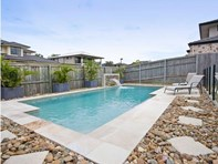Picture of 5 Lake Breeze Drive, Windaroo