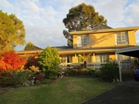 Picture of 6 Cronia Court, Wheelers Hill