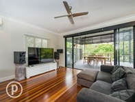 Picture of 31 Kanumbra Street, Coorparoo
