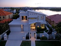 Picture of 14 King James Ct, Paradise Point