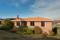 Picture of 11 Kinarra Crescent, Chigwell