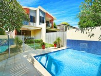 Picture of 2/15 Holly Avenue, Hollywell