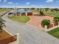 Picture of 2 Calamar Place, Woorree