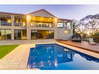 Picture of 8 Baeckea Place, Eden Hills