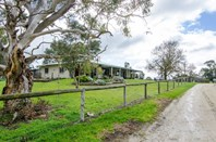 "Picture of ""Cooinda"" Home of ""Johnos"" Studs, Keith"