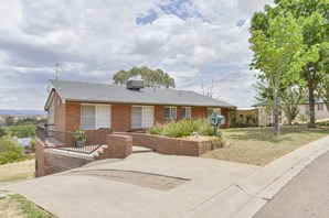 Main photo of 25 Woodbry Crescent, Tamworth - More Details