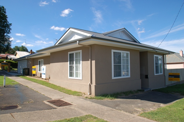 203 peel st bathurst NSW 2795