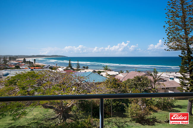 4/2 pinnacle row lennox head NSW 2478