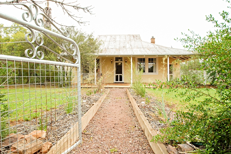Photo of 40 Mirrool Avenue YENDA, NSW 2681