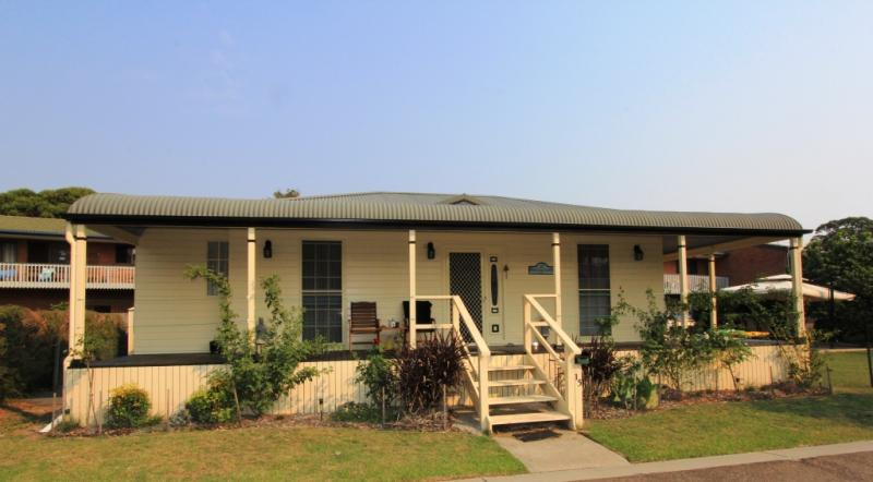 Picture of 15 Constable  St, Moruya Heads