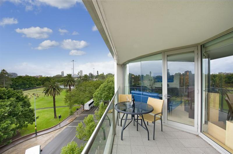 912/61 Macquarie Street SYDNEY, Image 2