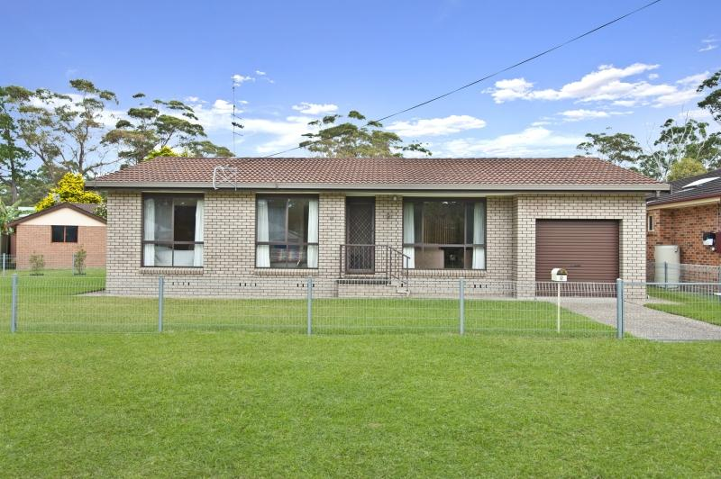 Photo of 9 Centre Street LAKE TABOURIE, NSW 2539