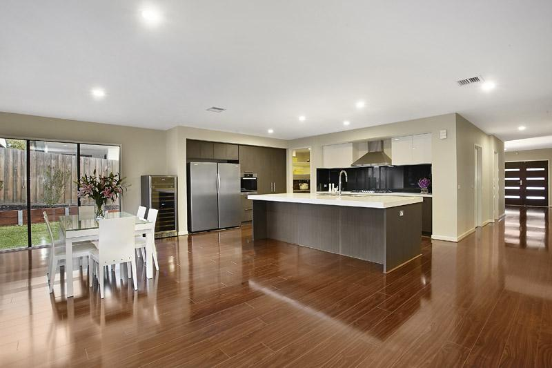 2 Lemon Grove, MOUNT WAVERLEY VIC 3149, Image 2