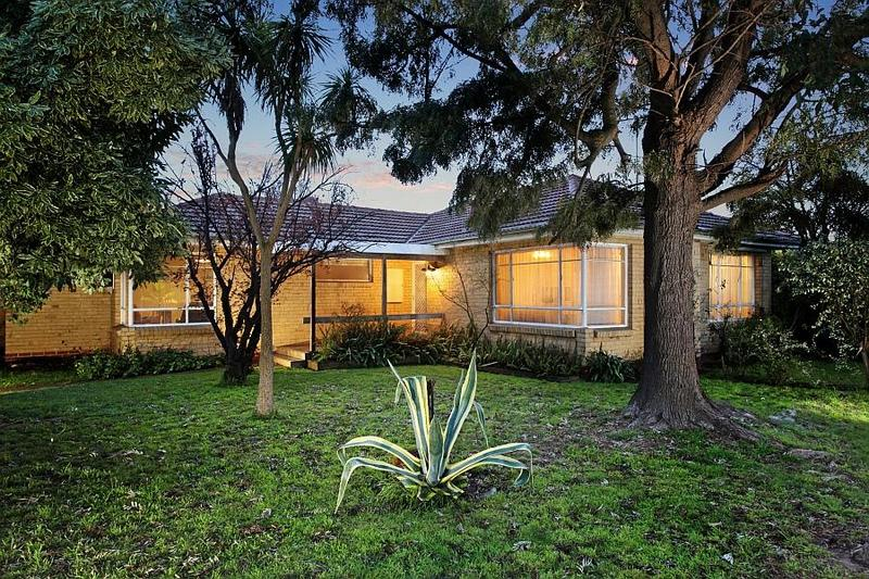 17 blamey street bentleigh east VIC 3165