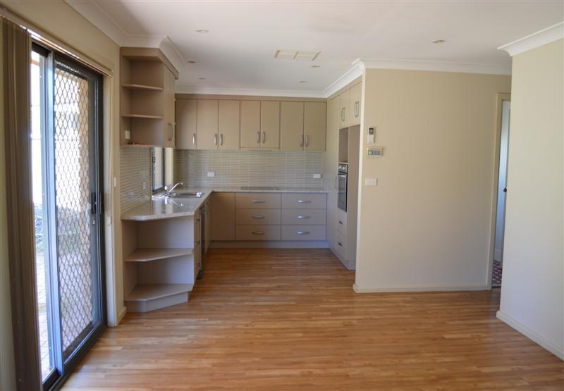 17 Eden Park Avenue, DUBBO NSW 2830, Image 5