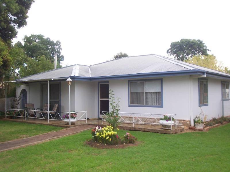 103 berthong street cootamundra NSW 2590
