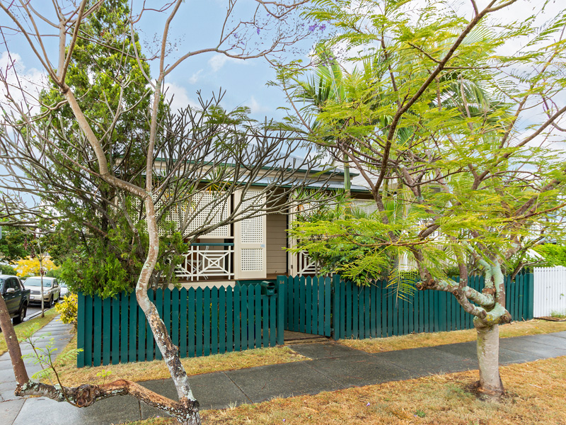 24 dunellan street greenslopes QLD 4120