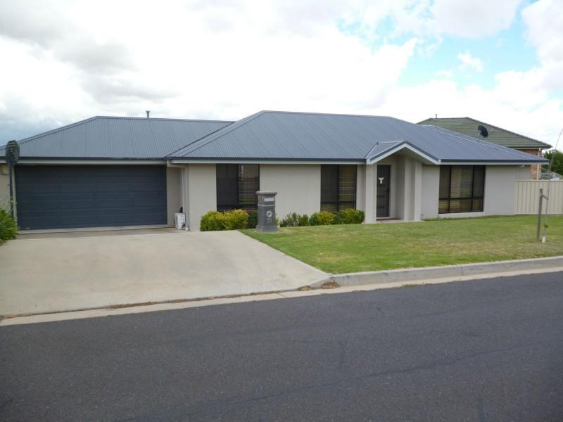 19 holman way orange NSW 2800