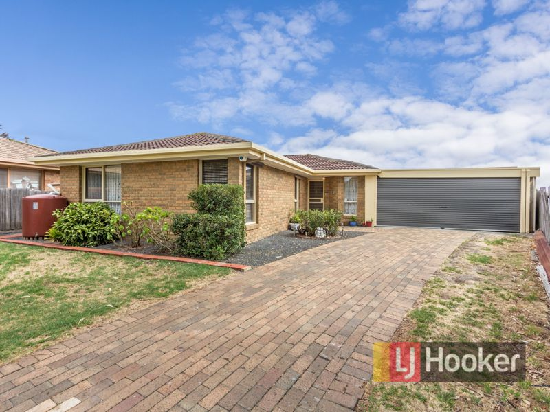 17 hazeldean court hampton park VIC 3976