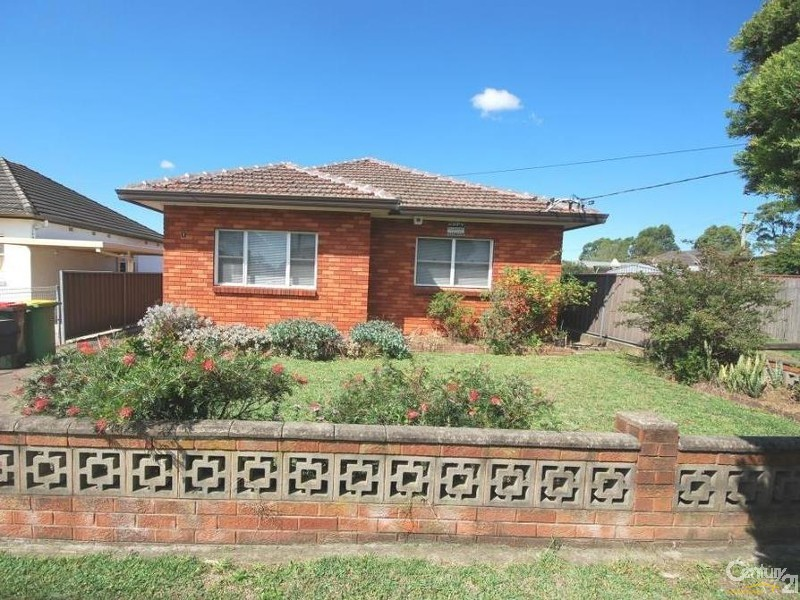 1 lupin ave fairfield east NSW 2165