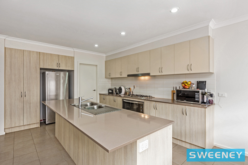Picture of 14 Whitetop Drive, Point Cook