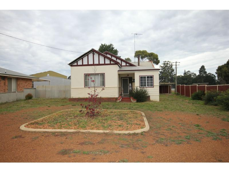 Picture of 1 Coombes Street, Collie
