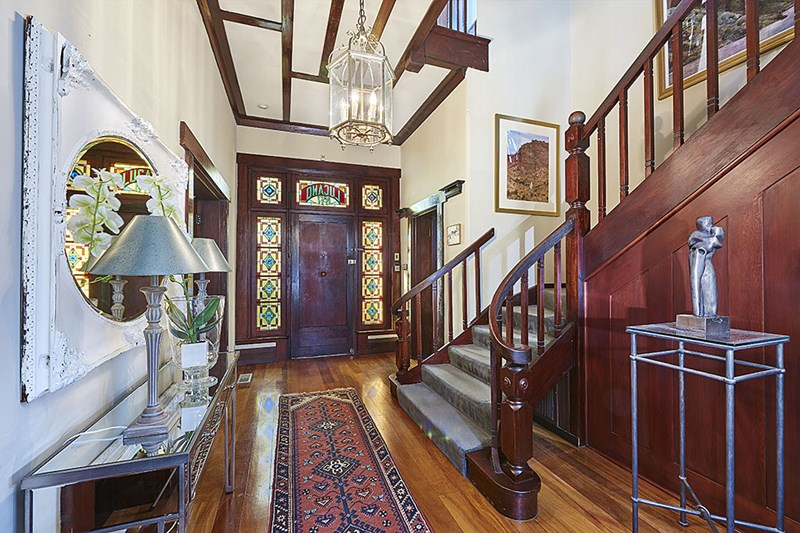 This Federation home has Victorian era Scottish-themed leadlight.