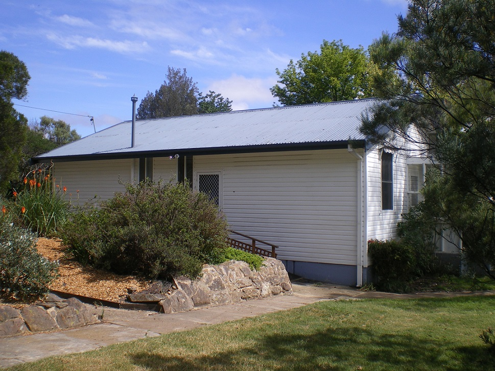 Photo of 2 Ballang Pl COOMA, NSW 2630