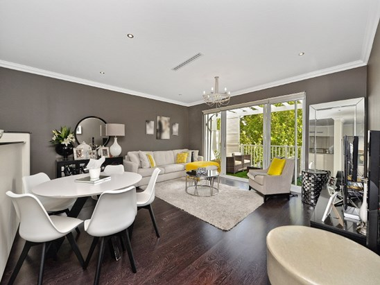 2-14 Orchards Avenue, Breakfast Point