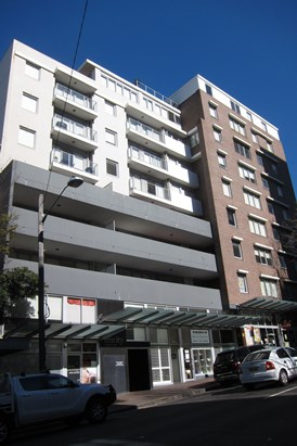 ONE BEDDER WITH PARKING $560 pw