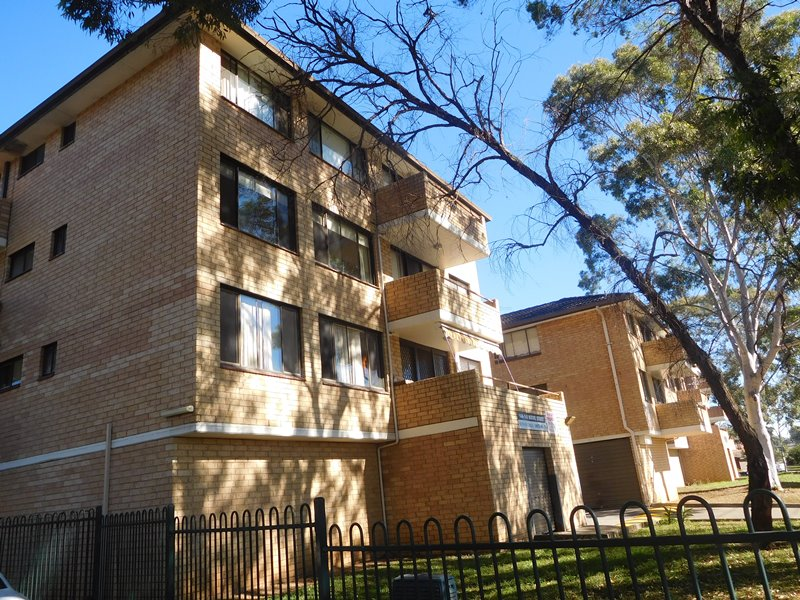 65 142 moore st liverpool nsw 2170 apartment for rent for Kitchens liverpool nsw