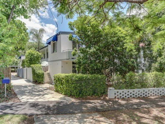 Heart of New Farm apartment - $400.00pw