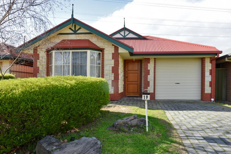 19 Gino Close, Flagstaff Hill SA 5159, Image 0