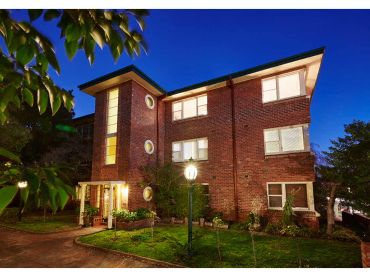 Property Report for 2/14a Chapel Street, St Kilda VIC 3182