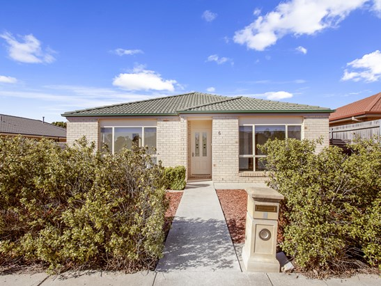6 Mary Gillespie Avenue, Gungahlin