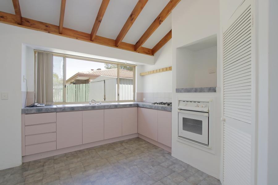 Beckenham WA 6107 - 3 beds house for rent, $300 - 11812956