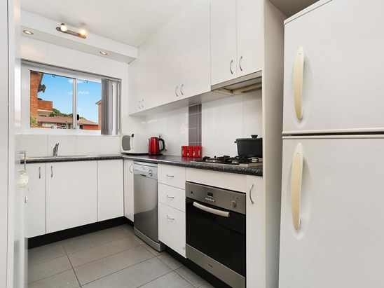 2/1 Dalby Place, Eastlakes