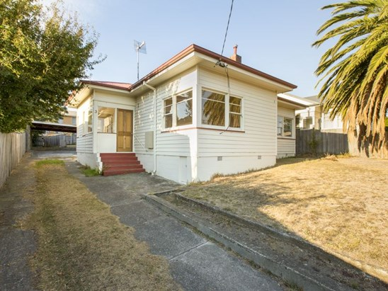 Offers over $279,000