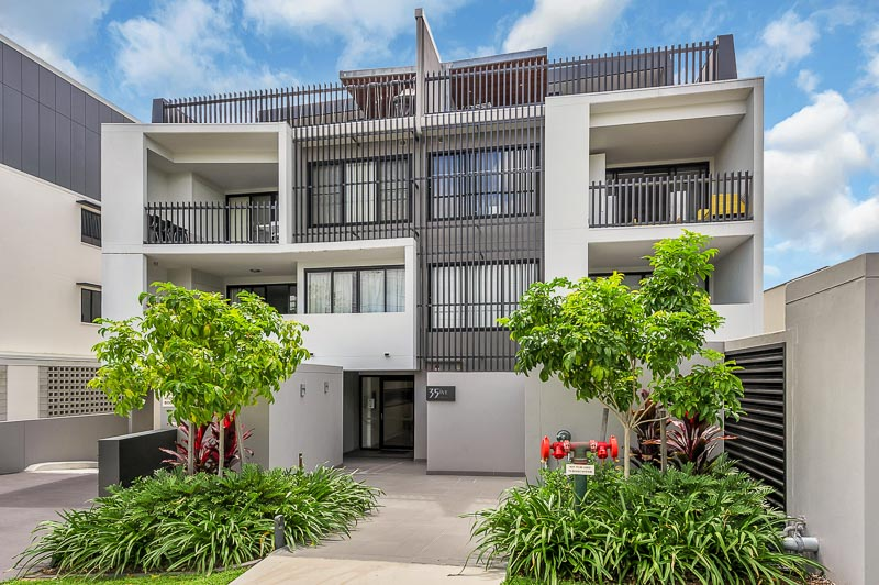 8/35 Clarence Road, Indooroopilly