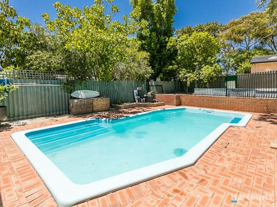 Price by Negotiation over $449,000 (under offer)