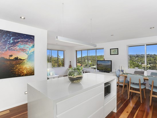 Auction, price  guide $825,000