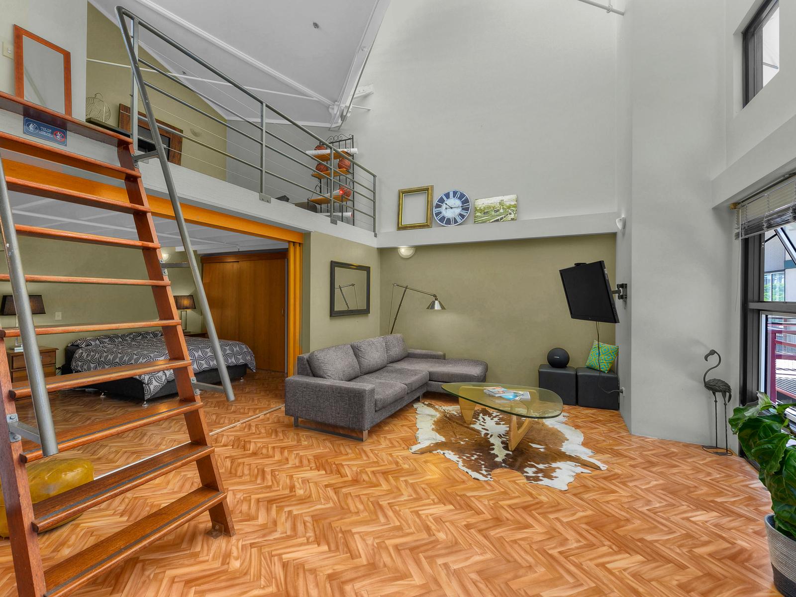 Simon petrie ray white new farm real estate agent in for 27 vernon terrace teneriffe