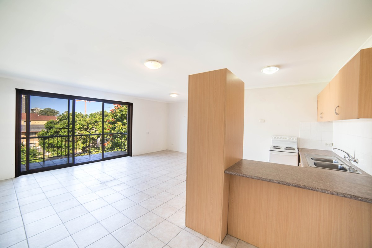 Lj hooker southport real estate agency in southport qld for H j bathrooms southport