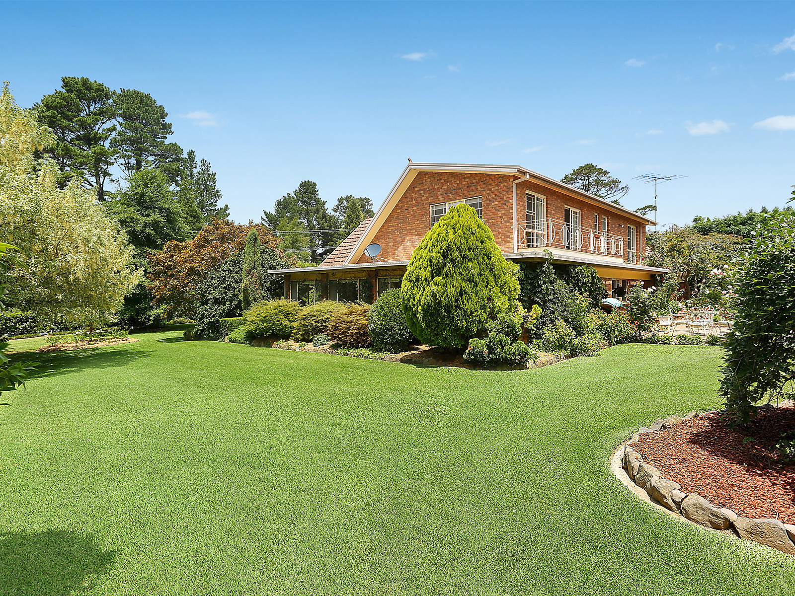 tudor view 4 farnborough drive moss vale nsw 2577