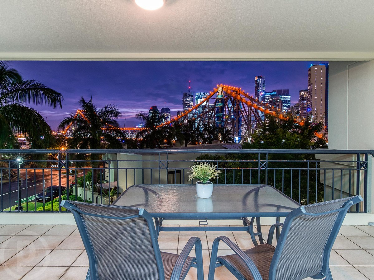 Place estate agents bulimba real estate agency in for 100 bowen terrace