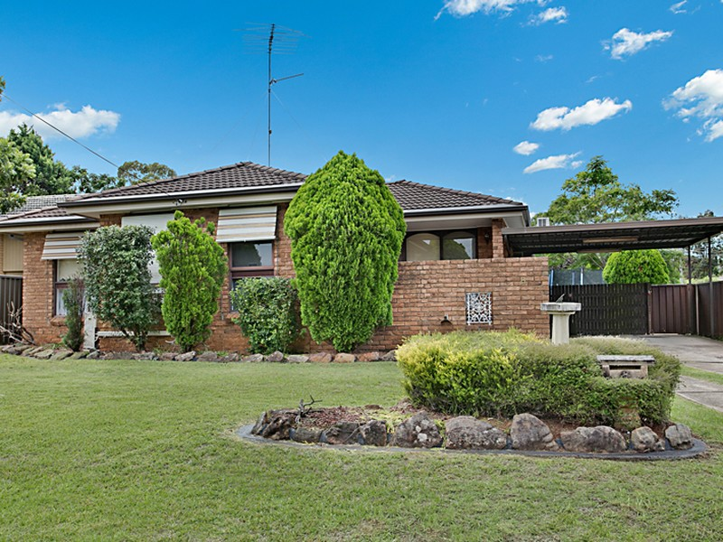 8 Wentworth Drive, Camden South