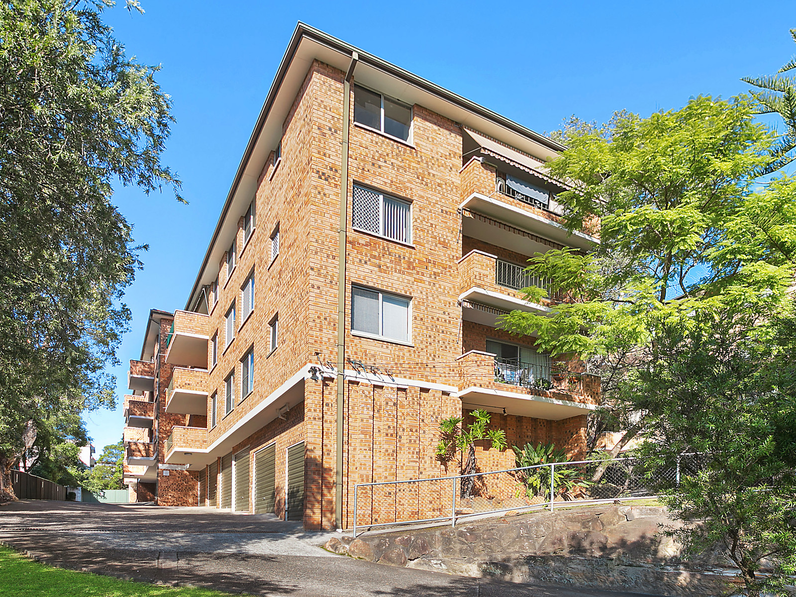 14/33 Meadow Crescent, Meadowbank