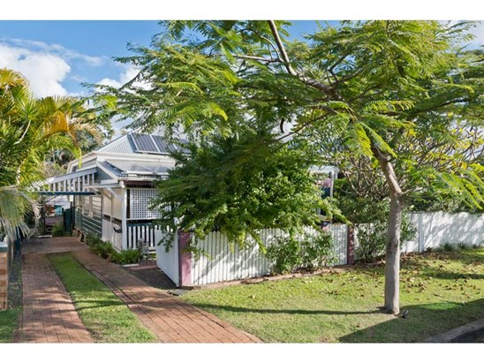Offers Early to Mid $700,000 range (under offer)