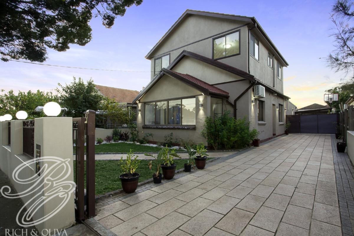 9 Yandarlo Street, Croydon Park NSW 2133, Image 0